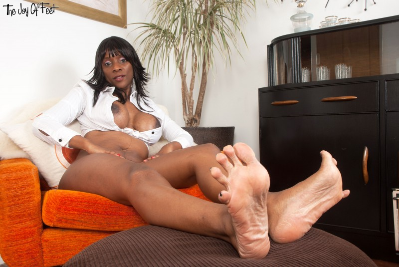Mature Ebony Solo Squirt